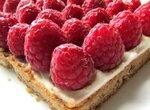 Песочно-ореховый тарт со свежей малиной и рикоттой