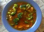 Томатный суп с брокколи и чесночными стрелками