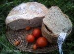 Серый хлеб на забытых сливках