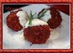 Свекольные шарики на пару со сметанным соусом (кухонный процессор KitchenAid Artisan)