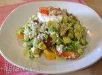 Салат из киноа, авокадо и  томатов черри