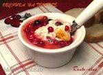 Овсянка (сырая) на твороге и кефире с ягодами, сухофруктами, орехами (полезный завтрак или диетический ужин)
