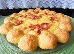 Пирог из заварного сырного теста с сыром и беконом