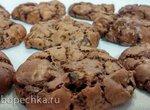 Шоколадное печенье с ореховым миксом