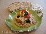 Рикотта с овощами на хрустящем хлебце
