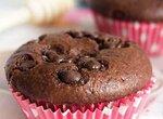 Лёгкие шоколадные маффины с творожной начинкой