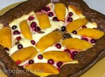 Ватрушка шоколадно-творожная с фруктами
