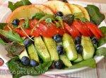 Овощной салат с персиками и ароматной солью