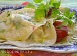 Равиоли с творогом, сыром «дор-блю», шпинатом, под ароматным маслом с вялеными помидорами