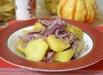 Постный картофельный салат с маринованным красным луком (вторая степень поста)