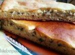 Дрожжевой пирог с сыром и творогом на сковороде