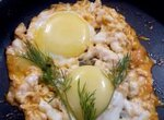 Кудрявая яичница-глазунья на бульоне