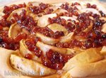 Пирог открытый с яблоками и рябиновым вареньем