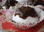 Шоколадные капкейки с белковым кремом в глазури