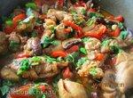 Филе курицы с овощами на сковороде
