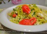Салат из пекинской капусты с манго, и сурими клешни краба (для вегетарианцев)