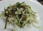 Салат из пекинской и морской капусты с красным луком
