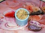Грибной жюльен с йогуртом из сливок и урбечем