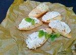 Брускетта с луком-пореем и творожным сыром