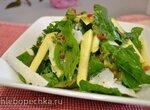 Салат из шпината, яблока, козьего сыра