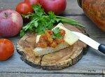 Релиш из помидоров и яблок с финиками и изюмом