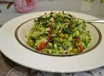 Салат с пекинской капустой, микрозеленью брокколи, кедровым шротом