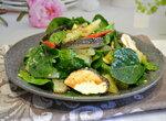 Салат со шпинатом, ананасом и оригинальным сыром белпер кнолле