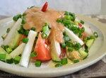 Салат овощной с редисом под сливовым соусом