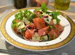 Арбузный салат с сыром и маринованным перцем горошком