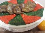 Говядина с гарниром Ройяль из помидоров и шпината