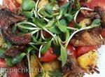 Салат с грибами, картошкой и помидорами