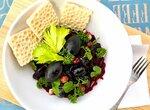 Салат из свеклы с руколой, орехами и черносливом (заправка с добавлением порошка из плодов баобаба)