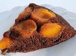 Шоколадный пирог с абрикосами на сковороде (+видео)