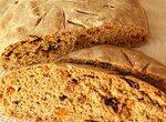 Хлеб цельнозерновой пшенично-полбяной с сухофруктами на жидких финиковых дрожжах
