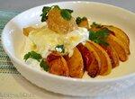 Жареные персики с сыром страчателла и медом в сотах