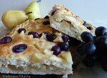 Пирог с виноградом и грушей