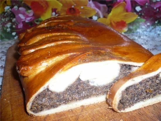Пирог с маково-манной начинкой