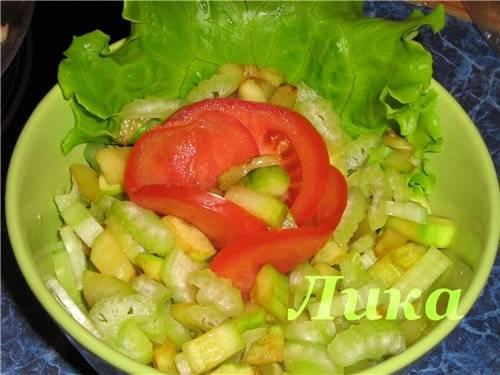 Салат из цукини и сельдерея теплый