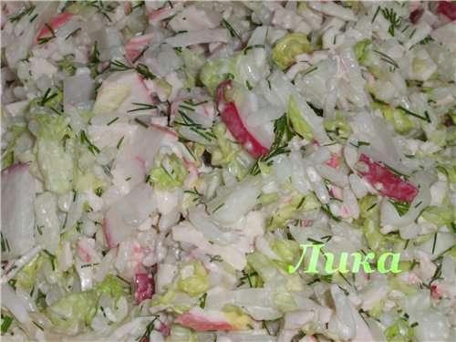 Салат из крабовых палочек с рисом и китайской капустой