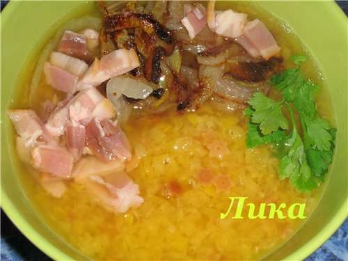 Суп чечевичный с жареной вермешелью и беконом