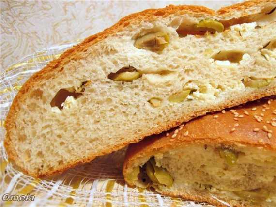 Греческий хлеб с фетой и оливками (духовка)