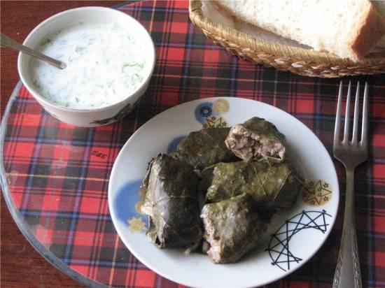 Толма - голубцы с мясом и рисом в виноградных листьях Толма - голубцы с мясом и рисом в виноградных листьях