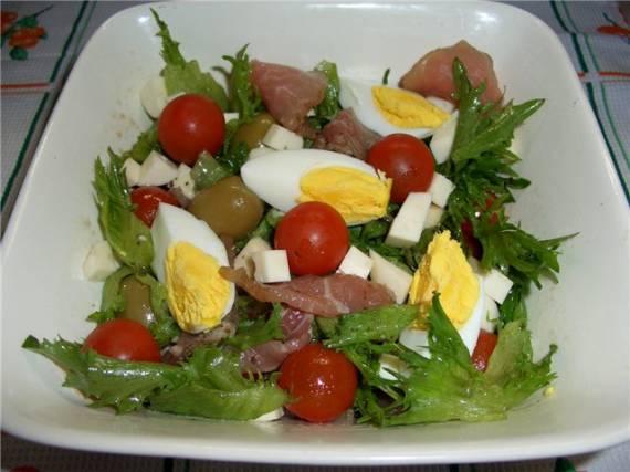 Салат За 5 секунд с ветчиной, помидорами и сыром