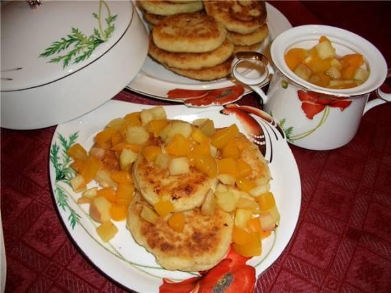 Сырники с фруктовой подливой