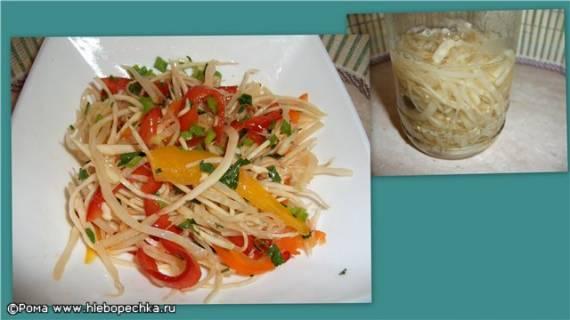 Салат из свежих перца, капусты и маринованного сельдерея