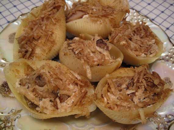 Ракушки с грибами и курицей
