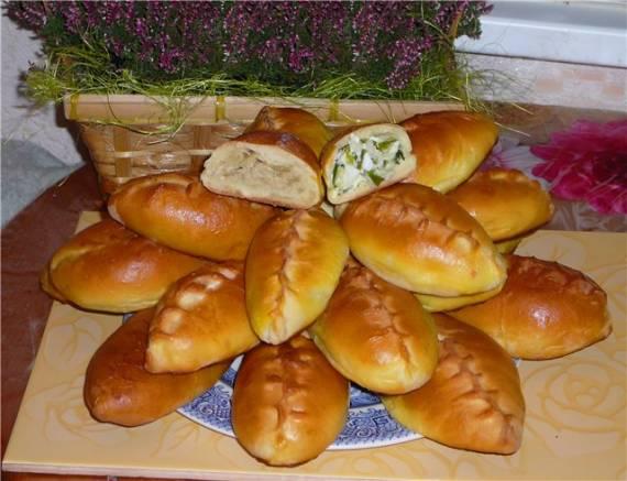 Пирожки с яйцом и луком