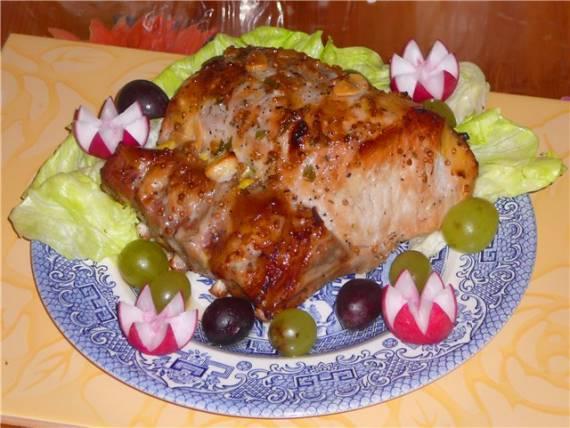 Свиная корейка на косточке в Винно-медово-горчичном маринаде.