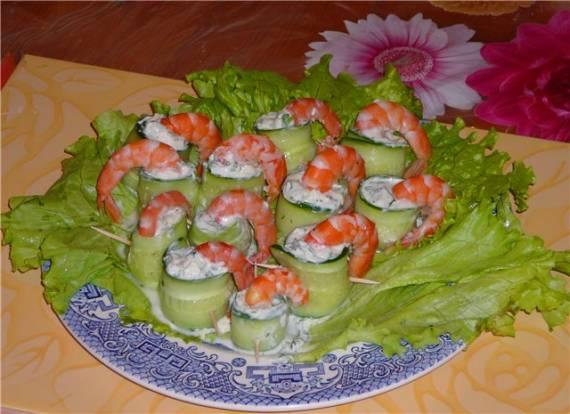 Как оформить пирожные в виде суши-роллов?