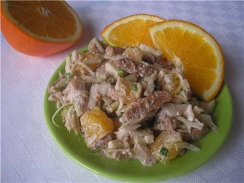 Салат капустно-апельсиновый с сухариками